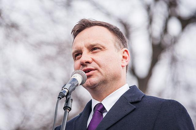 Президент Польши в ходе своего исторического визита в Австралию призвал 18000 местных поляков вернуться на Родину