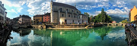 A panoramic image from the southern bank of Le Thiou in the town centre as of July 2018. Annecy Panorama.jpg