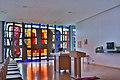 Ansfelden Pfarrkirche Haid Kapelle rechts Glasfenster.jpg