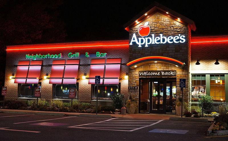 File:Applebee's night view.jpg