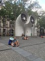 Apud la Centro Georges-Pompidou 2.jpg