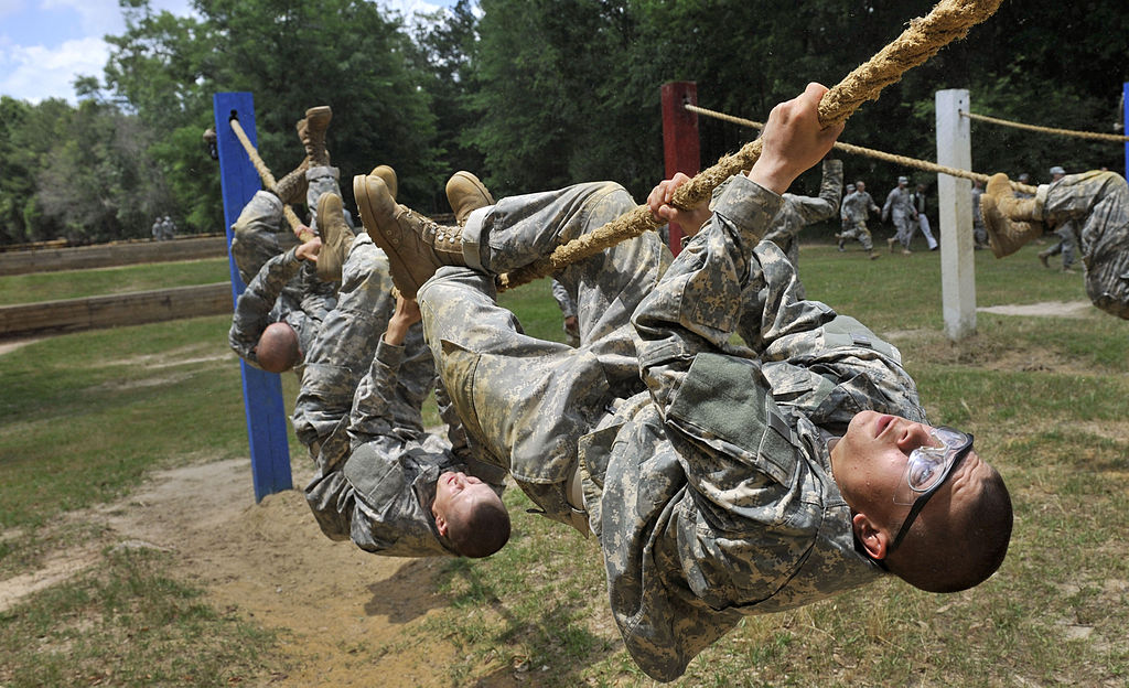 File Army Soldiers Run Through An Obstacle Course At Ft