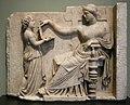 Arte greca, pietra tombale di donna con la sua assistente, 100 ac. circa.JPG