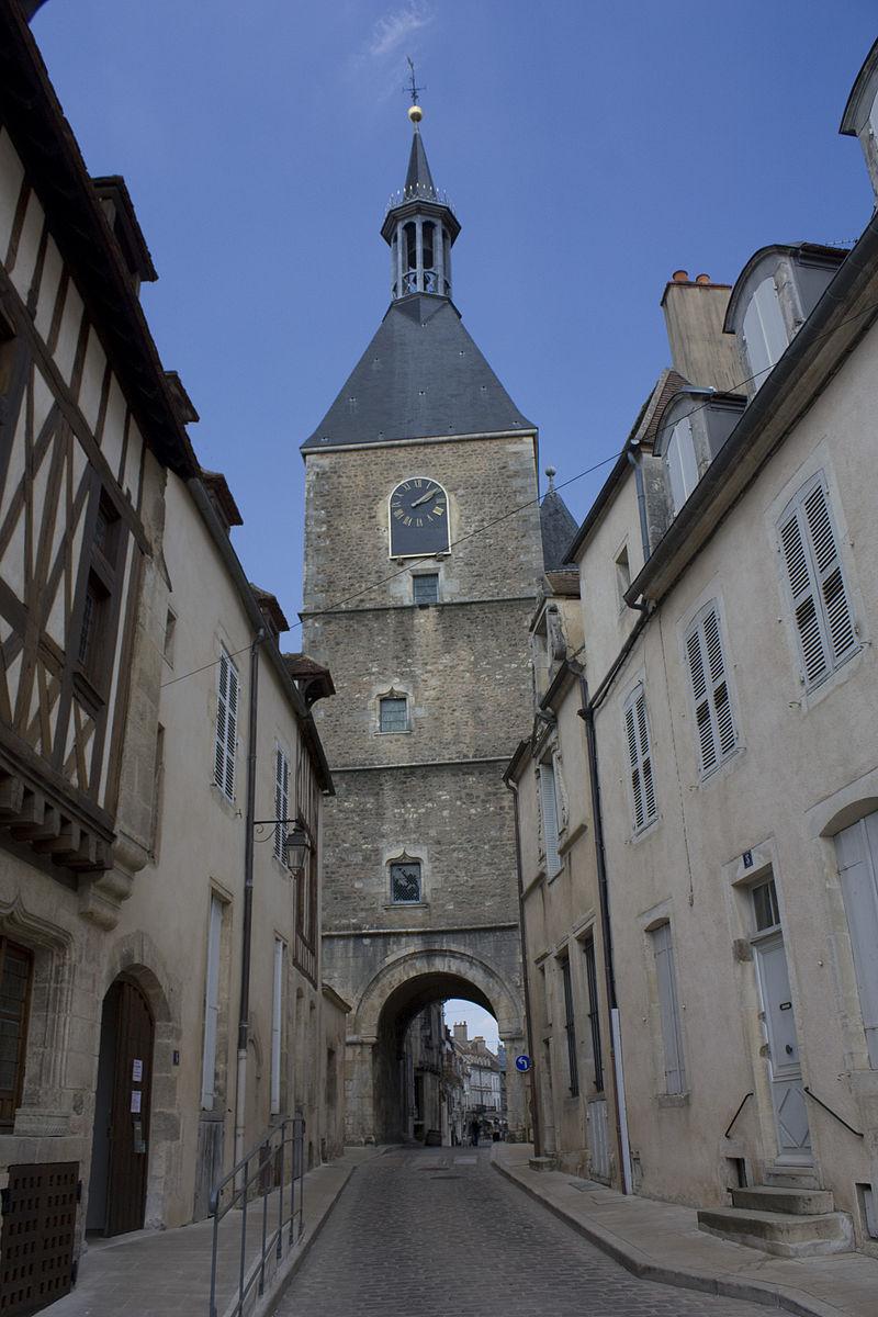 Bon Samedi 800px-Avallon-Tour_de_l%27horloge-20110420