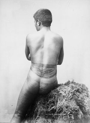 Pe'a - Image: Back view Samoan male tatau photo Thomas Andrew 1890s