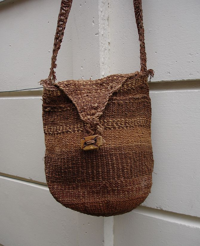 Shoulder bag woven from baobab bark fibres. Bo...