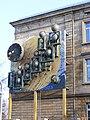 Bayreuth - Kunstwerk mit Uhr am Busbahnhof.jpg