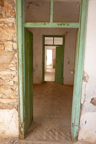 File:Benafim - Doors in ruined house (13408729975).jpg