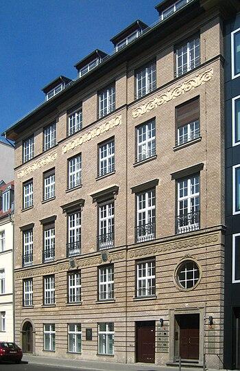Berlin, Mitte, Reinhardtstraße 34, Haus der Fr...