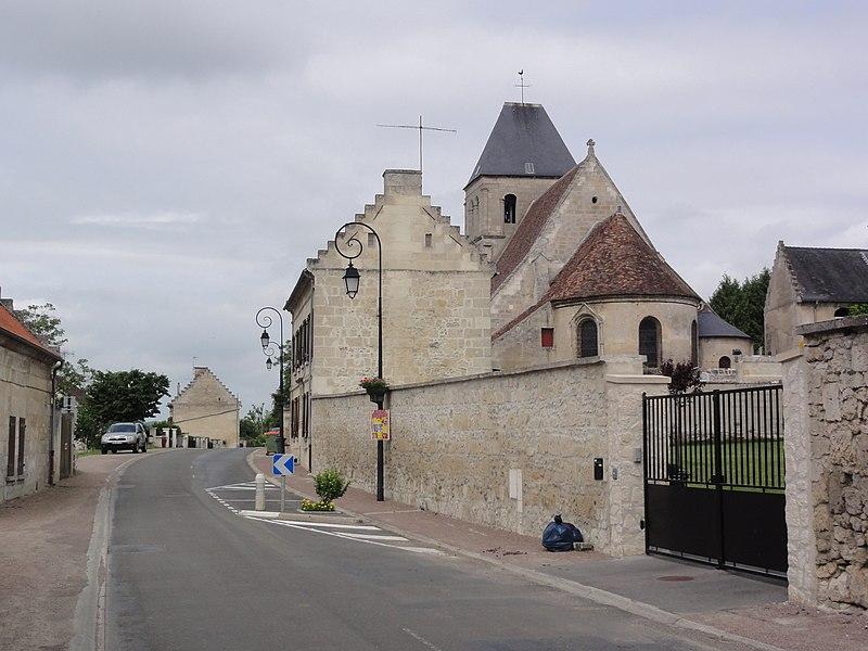 Berny-Rivière (Aisne) l'église dans la rue