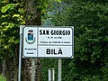 Bilingual road sign in Resia-Rezjia.jpg