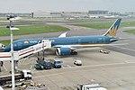 Boeing 787-9 'VN-A871' Vietnam Airlines (37028359055).jpg