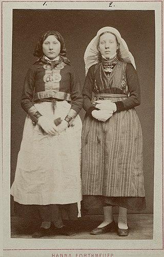 Designing a Folk Costume for Lindsborg, Kansas