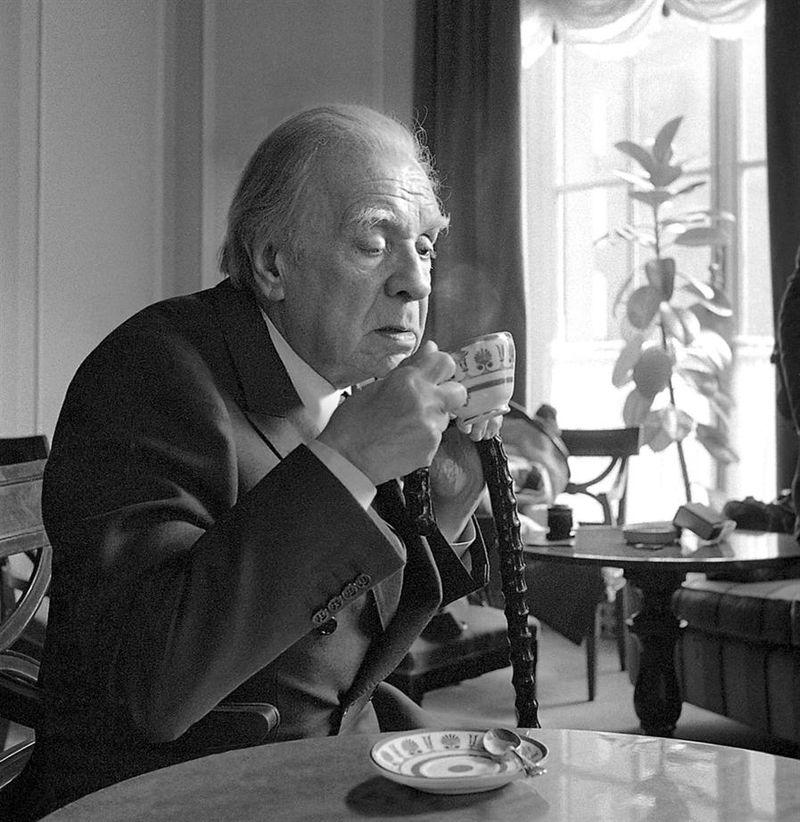Borges drinking.jpg