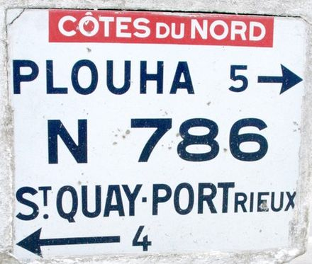 An old road sign on the Route Nationale 786 in Tréveneuc.