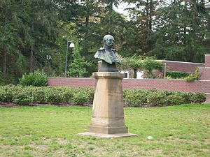Lodewijk Thomson -  Bust of Thomson by August Falise, Hereweg, Groningen