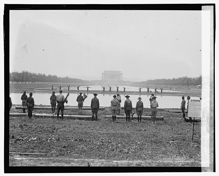 File:Boy Scouts at Lincoln Memorial, 6-16-23 LOC npcc.08885.jpg