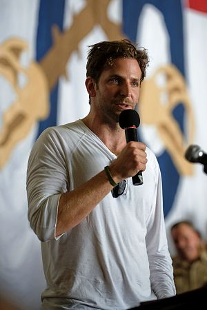 English: Actor Bradley Cooper addresses the cr...