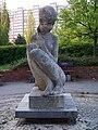 Brandlova - Hněvkovského, socha.jpg