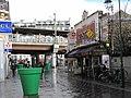 Brasserie du Cadran et viaduc de la gare de Colombes.jpg