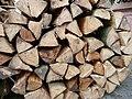 Brennholzstapel aus Buchenholz.JPG