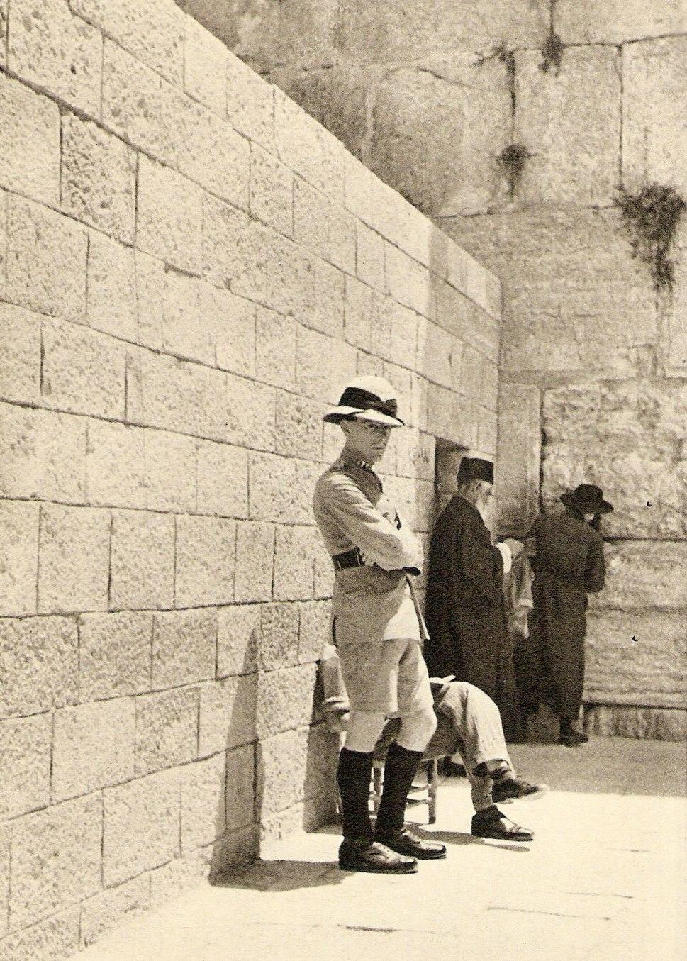 British police wailing wall1