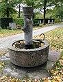 Brunnen Nordfriedhof München.jpg