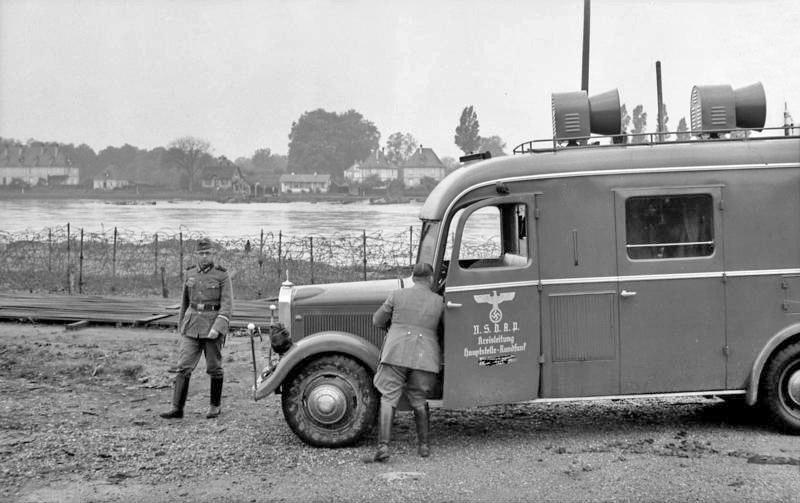 Bundesarchiv Bild 101I-036-0175-16, Oberrheinfront, Lautsprecherwagen