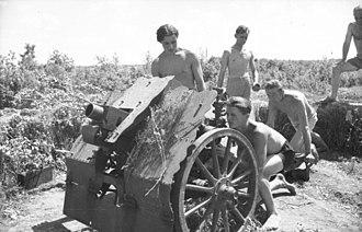 7.5 cm leichtes Infanteriegeschütz 18 - Image: Bundesarchiv Bild 101I 219 0594 33, Russland Mitte Süd, Infanteriegeschütz