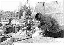 Bundesarchiv Bild 183-1987-0123-016, Schwerin, Schweisser, Winter.jpg