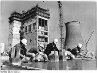 Bundesarchiv Bild 183-K1014-0021, Kraftwerk Hagenwerder, Bauarbeiter.jpg