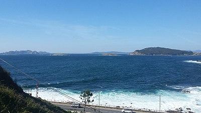 Cíes Islands and As Estelas outcrops from Baiona.jpg