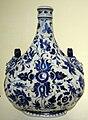 Cafaggiolo maiolica, fiasca da pellegrino con decorazione blu, anni 1580.JPG