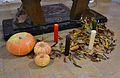 Carabasses i ciris davant de l'altar de l'església d'Alcalà de la Jovada.JPG