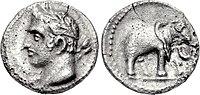 Bir madalyonun her iki yüzünün görüntüsü: Bir adamın kafasını tasvir eden;  diğeri bir fil