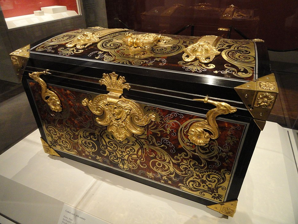 Casket, early 18th century, attributed to Andre-Charles Boulle, oak carcass veneered with tortoiseshell, gilt copper, pewter, ebony - Art Institute of Chicago - DSC09744