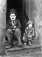 Charlie Chaplin et Jackie Coogan dans Le Kid