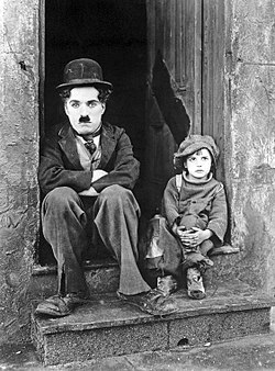 "Chaplin i Jackie Coogan w filmie ""The Kid"" (1921)"