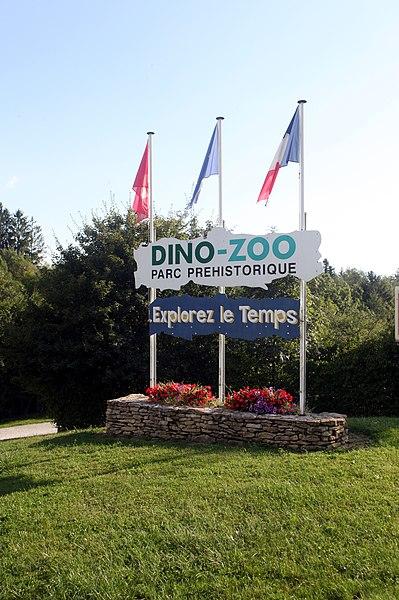 Entrée du Dino-zoo à Charbonnières-les-Sapins (Doubs).