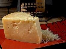 Formaggio grana Parmigiano-Reggiano a pasta dura