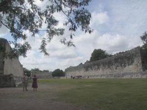 Grande estádio em Chichen Itza