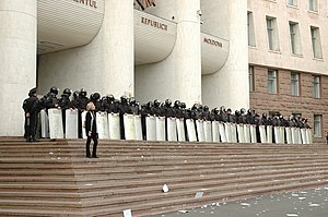 April 2009 Moldovan parliamentary election protests - A cordon of gendarmes and policemen in front of the Moldovan Parliament