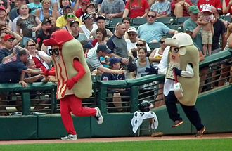 Mascot race - The Cleveland Indians' racing hot dogs