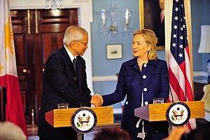 Albert del Rosario - Image: Clinton and del Rosario