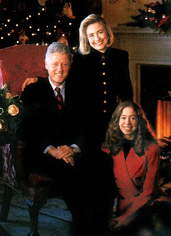 The Clintons in a White House Christmas portrait, 1993 Clinton family.jpg