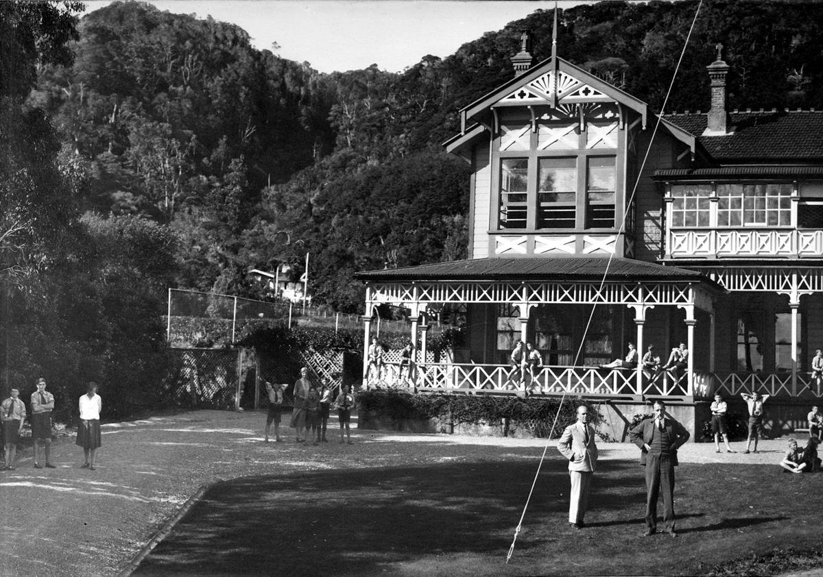 1200px-Croydon_School_panorama_1928_pt2.jpg