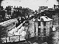 Daguerre, Louis Jacques Mandé - Triptychon für König Ludwig I. von Bayern, der Boulevard du Temple in Paris am Mittag (Zeno Fotografie).jpg