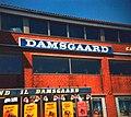 """Damsgaard i Frederikshavn ca 1978 (danmarks """"billhälls"""").jpg"""