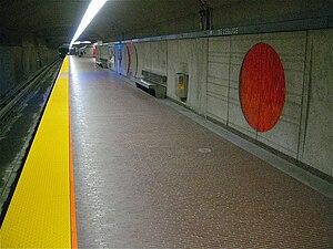 De L'Église station - Image: De L'Église Montreal Metro