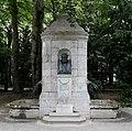 Denkmalbrunnen für Friedrich Bezold Nußbaumanlagen Muenchen-5.jpg